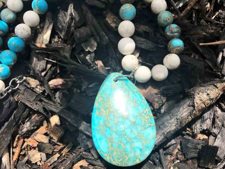 Yogi Surprise July 2017 Jewelry Box Agate Necklace Review